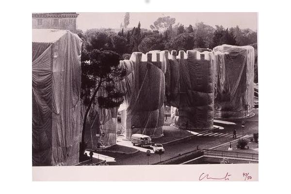 Christo, Wrapped Roman Wall, Porta Pinciana et Mur Aurélien, photo de Massimo Piersanti