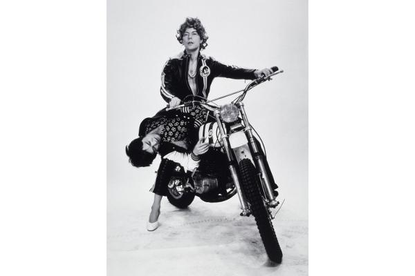24h de la vie d'une femme ordinaire. Phantasmes. L'enlèvement, © Michel Journiac / ADAGP. Collection Maison Européenne de la Photographie, Paris.1974