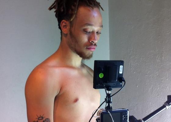Casper Ebony, séance de filmage, Baltimore, 2014, photogramme © Frédéric Nauczyciel