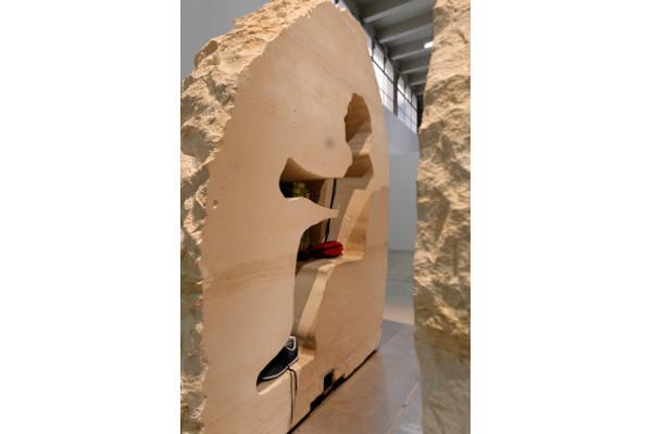 Vue de l'exposition d'Abraham Poincheval, Palais de Tokyo (03.02 – 08.05.2017). Courtesy de l'artiste et Galerie Semiose (Paris) Photo : Aurélien Mole