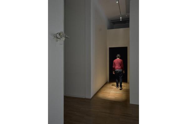 Vue d'exposition de l'installation peter campus, dor (1975) présentée dans l'exposition « peter campus. video ergo sum » au Jeu de Paume, 2017 (c) Jeu de Paume, Raphaël Chipault © Peter Campus 2017