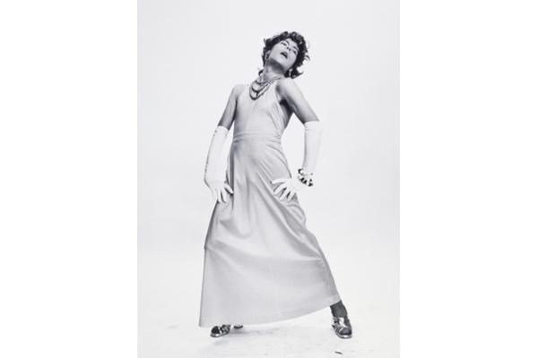 24h de la vie d'une femme ordinaire. Phantasmes. La cover-girl, © Michel Journiac / ADAGP. Collection Maison Européenne de la Photographie, Paris.1974